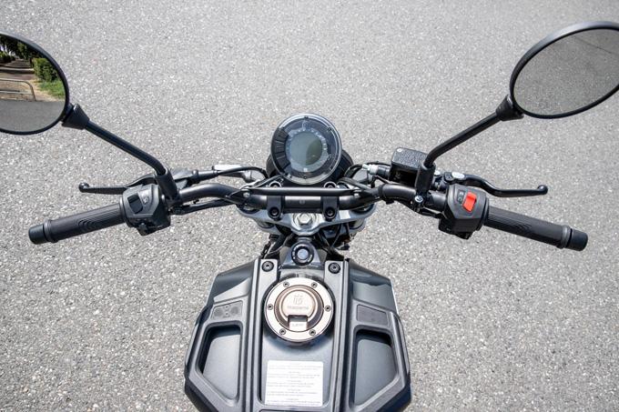 【ハスクバーナ スヴァルトピレン 125 試乗記】高回転型エンジンの旨味を堪能できる、400ccクラスのブレーキ&サスペンションの12画像