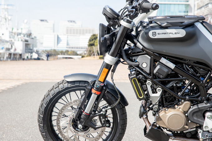 【ハスクバーナ スヴァルトピレン 125 試乗記】高回転型エンジンの旨味を堪能できる、400ccクラスのブレーキ&サスペンションの13画像