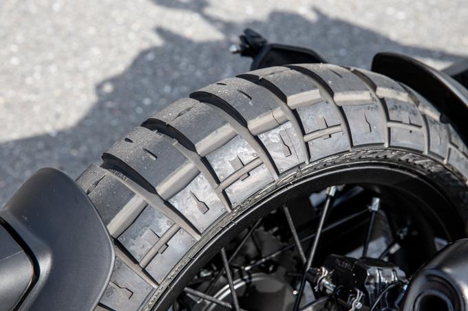 【ハスクバーナ スヴァルトピレン 125 試乗記】高回転型エンジンの旨味を堪能できる、400ccクラスのブレーキ&サスペンションの17画像