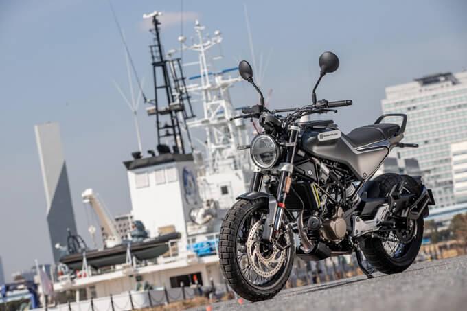【ハスクバーナ スヴァルトピレン 125 試乗記】高回転型エンジンの旨味を堪能できる、400ccクラスのブレーキ&サスペンションのメイン画像