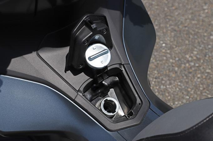 【ホンダ PCX160 試乗記】人気の軽2輪スクーターがフルモデルチェンジ!排気量アップ&各部がさらに進化して登場の画像の18画像