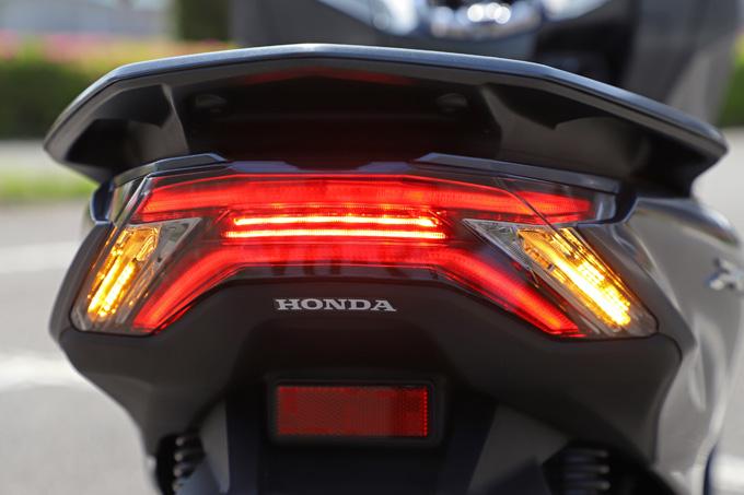 【ホンダ PCX160 試乗記】人気の軽2輪スクーターがフルモデルチェンジ!排気量アップ&各部がさらに進化して登場の26画像