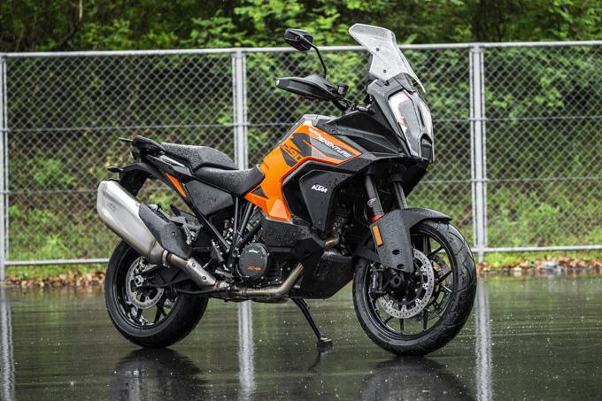 【KTM 1290スーパーアドベンチャーS/R 試乗記】ACCで高速クルーズがさらに楽で安全に!ガチオフ仕様の「R」も過激に優しく全方位進化!の01画像