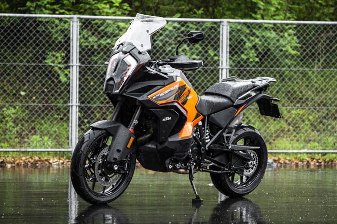 【KTM 1290スーパーアドベンチャーS/R 試乗記】ACCで高速クルーズがさらに楽で安全に!ガチオフ仕様の「R」も過激に優しく全方位進化!の03画像