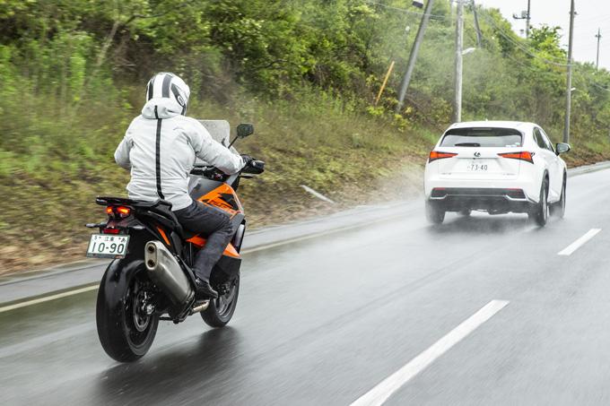 【KTM 1290スーパーアドベンチャーS/R 試乗記】ACCで高速クルーズがさらに楽で安全に!ガチオフ仕様の「R」も過激に優しく全方位進化!の05画像