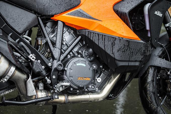 【KTM 1290スーパーアドベンチャーS/R 試乗記】ACCで高速クルーズがさらに楽で安全に!ガチオフ仕様の「R」も過激に優しく全方位進化!の11画像
