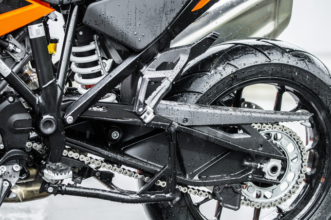 【KTM 1290スーパーアドベンチャーS/R 試乗記】ACCで高速クルーズがさらに楽で安全に!ガチオフ仕様の「R」も過激に優しく全方位進化!の13画像