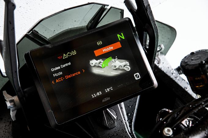 【KTM 1290スーパーアドベンチャーS/R 試乗記】ACCで高速クルーズがさらに楽で安全に!ガチオフ仕様の「R」も過激に優しく全方位進化!の22画像