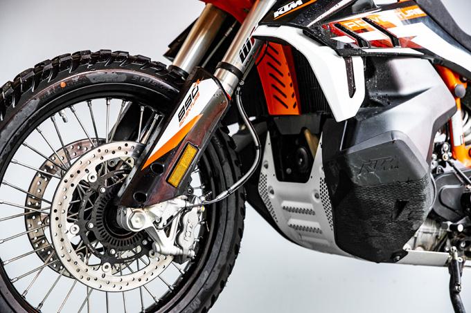【KTM 890 ADVENTURE/R試乗記】パンチが増して林道トレックもより快適に、アドベンチャーを超えたガチオフ性能だ!の15画像