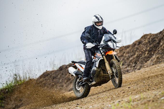【KTM 890 ADVENTURE/R試乗記】パンチが増して林道トレックもより快適に、アドベンチャーを超えたガチオフ性能だ! メイン画像