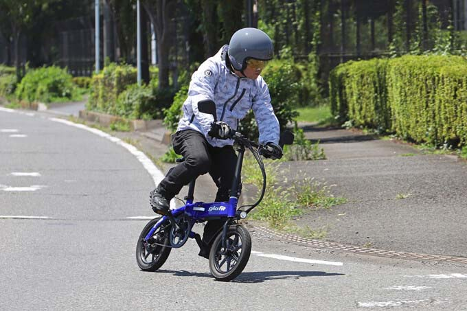 【グラフィット GFR-02 試乗記】ペダル付きで坂道走行が楽に!? 折りたたみ自転車のような電動バイク
