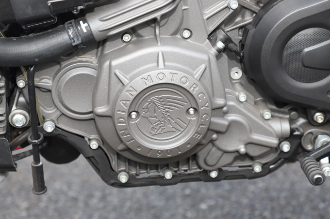 【インディアン FTR Rカーボン 試乗記】迫力のフラットトラック・レーサーレプリカが扱いやすいロードスポーツへと進化の23画像