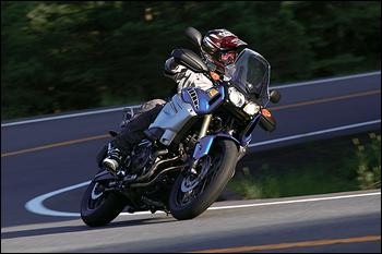 クイックなレスポンスとマシン挙動が、ロードバイク以上にシャープな走りを実現。「お前に乗りこなせるのか?」と言われているかのようだ