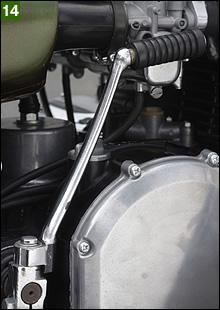 キックアームは何故か細身の初期型Z2用。火の玉時代のみ細身のアームだったらしいが、そんな部品が付いていた。将来的には再メッキしようと思う。