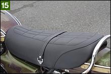 ドレミコレクション製のベルト付きリプロシートに交換されている。ボロい純正シートもあるので、それはそれでスペアとして張り替えようと思う。