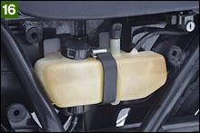 ドライブチェーンへのオイル供給システムを装備するのが初期Z2~Z2-Bまでの特徴だ。A4になるとシステムは廃止されてバッテリーの搭載位置が下になり、エアクリーナーケースに吸入ノイズを消すための筒型サイレンサーが追加されていた。