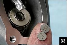 上の表を見ると1.825mmか1.850mmのシムを入れると、クリアランスが0.07mm(0.04~0.10mmの真ん中の値)近辺になることが分かる(計算すると1.830mm)。そこで185のシムを入れる。