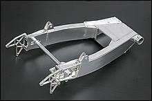 スイングアームはWR30周年記念・30本限定モデル。この車両には軽量な5角目の字断面を使用(ビッグ目の字もオーダー可)。