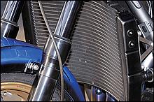ラジエーターはYZF-R1用改。冷却効率は非常に高い
