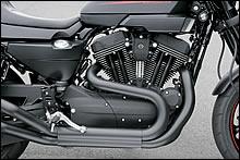 エンジンはスポーツスターをベースにシリンダーヘッド、ピストンなどをビューエルから逆転用