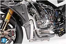 エンジンは、クランクマスを10%アップして、アクセルレスポンスが変更されている