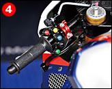 ④コーサーのマシンは、リヤブレーキにペダルがなく、左レバー操作となる