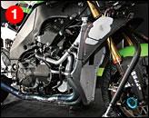 ①昨年のチームはPSG-1コルセだったが、今年はポール・バード・モータースポーツによるチームカワサキからの参戦となり、日本から柳川選手のメカが加わってマシンにも改良が加えられた。フレームには補強板が当てられている