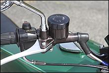 初代Z650B1ではH1やH2に採用されていた丸タンクの旧型ブレーキマスターを採用していた。同年の他モデルではフラットキャップモデルが多かったので余り物を使われた?