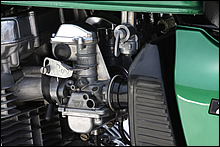 Z1/Z2時代の旧型ボディーではなく、KZ1000やZ750F/A4以降と同じデザインのミクニ製VMキャブレターを採用。燃料コックはザッパー特有のデザイン品を採用している。