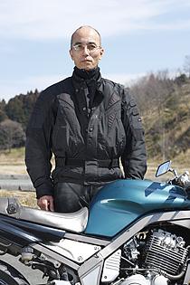 夜間はまだまだ寒い3月に、埼玉県からミーティングにやって来た芝田さん。付いているパーツは派手めだが、きわめて実用的に使っている。
