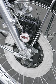 ピストンバルブからリードバルブ付き仕様になったのと同時に、ディスクブレーキ仕様になったのもRDシリーズの特徴だ。必要十分な効き味は、ライトウエイトの成せる業だ。