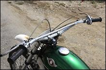 ハンドルはI型TS400風の低くて幅のあるものへ変更。