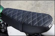 シートのベルトは外す人も多く、また輸出用の小振りなシングルシートの装着率も高かった。