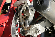 撮影車は1987年型のD2をベースにした限定モデル「リミテッド」だ。赤いホイールがその証だ。