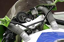 FCRキャブを標準装備する大型エアボックスにフレッシュエアーを導くためのエアダクトを装備。
