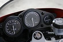 この時代のレーサーレプリカモデルのコックピットは、必ず中央にタコメーターがレイアウトされる。走行距離は何と1650km!!