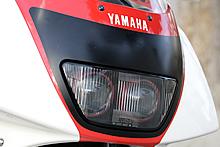 国内メーカーの中でプロジェクターヘッドランプを早い時期から採用したヤマハ。FZR400RRではツインプロジェクターを採用。