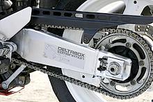 初代TZR250Rで初採用となった「デルタボックス」だが、FZR400RRではスイングアームを含め「デルタボックス・コンビネーション」へと進化した。