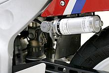 リアショックユニットに並々ならないこだわりを持っていたヤマハは、上級モデルにフルアジャスタブル機能搭載タイプを採用していた。