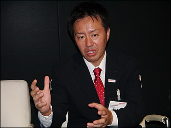 今回お話を伺った本田技術研究所の塚本氏。オフロードモデル全般の開発を取りまとめている。