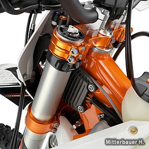 CNC加工、オレンジアルマイト仕上げのSXSトリプルクランプ