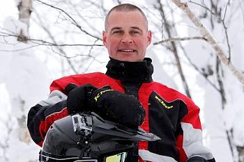 SpeedSports.JPの代表、ショーン・アンドレスさん。カナダ出身のナイス・ガイで、驚く事に日本語ぺらぺら。体格も性格もワイルドで、体験ツアーを楽しくかつ安全にアテンドしてくれる。