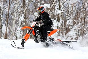 ホソカワさんは冬以外は農業でまったく時間が取れず、逆に冬期は何もやる事が無い。そんな時マウンテンホースを知ったと言う。バイクの経験は無く、マウンテンホースはこの日が2回目なのに、まったく危なげの無い走り。