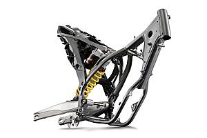 特徴的な樹脂・ポリアミドBGZ15で作られたサブフレームは、2014年モデルも継続採用する。
