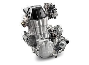 新しいコンロッドを採用の他、デコンプシステムの強化、耐久性を向上させたガスケットの採用など、新しくなったFE501のエンジン。詳細は不明だが、カワサキKXFのようなブリッジドボックスタイプピストンの採用もあるという。