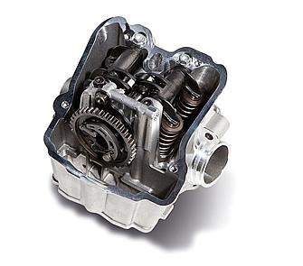 チタン製のインテークバルブに対して、エキゾーストバルブはスチール製となる。これにより質量が最適化され、エンジンブレーキが低減化されたという。