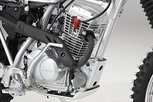 """エンジンは排気量を125ccにアップさせ、CRF100Fで好評だった扱いやすい特性を維持しながら、低中速域でさらに""""粘りのある出力""""を実現させた。"""