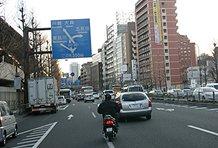 品川駅を通り過ぎJRの線路をこえるところは、意外と急坂で、しかも交通量が多いのですが、シード号は難なくクリア!