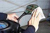 左右確認に大切なミラー。鏡面はヒビがないかをチェックし、常にキレイな状態を保っておこう。