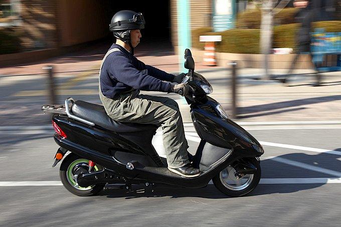 普通に街中を走る分には十分な性能を持つテラモータースのシード。今回は非EVの原付とガチンコ対決です!